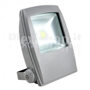 Faro a led in versione elegance, ad alta potenza da 50 Watt a luce bianca fredda. Sostituisce i fari rettangolari alogeni comunemente impiegati in esterni ed interni.