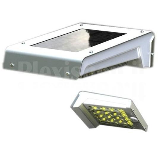 Lampada led solare a muro da esterno con for Illuminazione led esterno