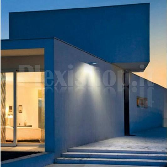 Proiettore led da esterno ip65 15w 930 lm for Esterno frigorifero caldo